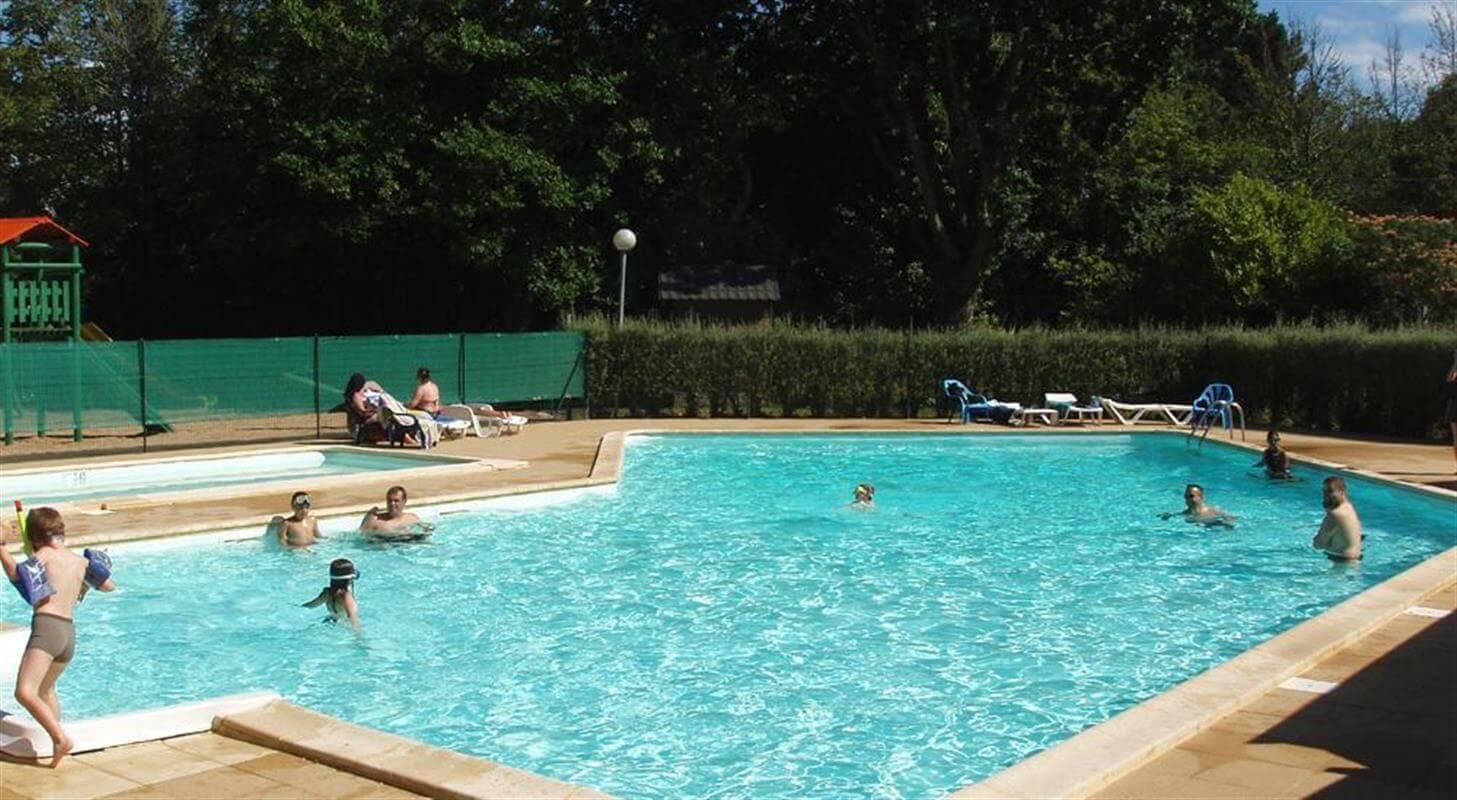 La piscine du camping Kervastard à Fouesnant